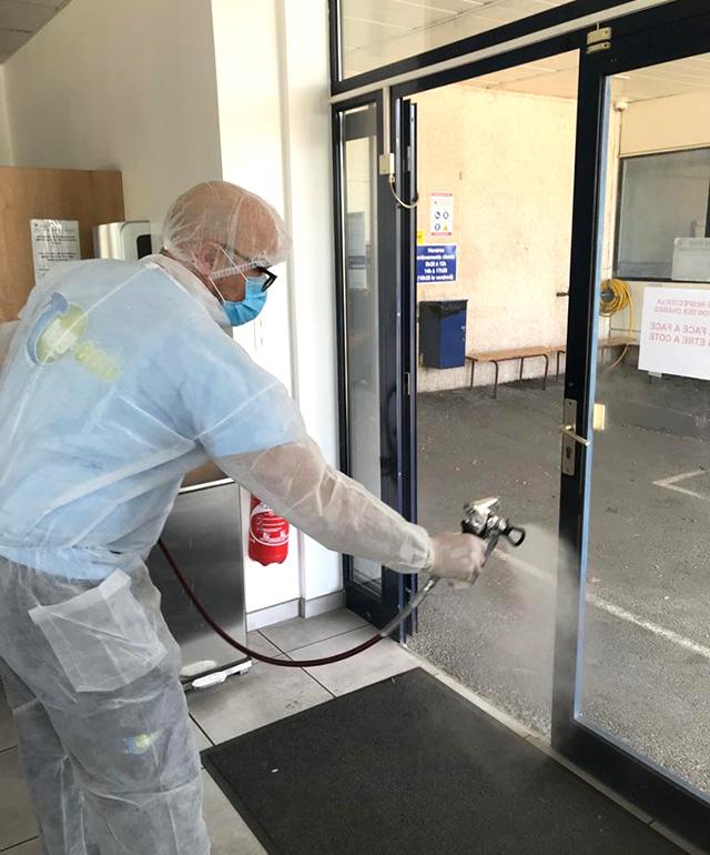 Nettoyage et désinfection des portes d'entrées