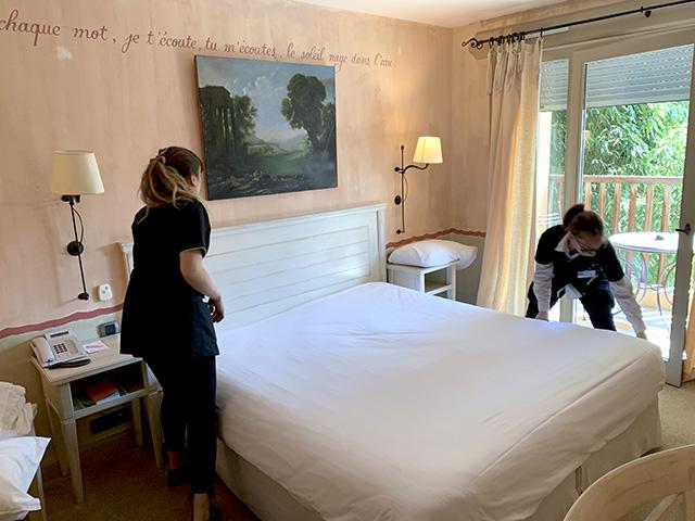 Nettoyage et entretien des chambres dans un hôtel