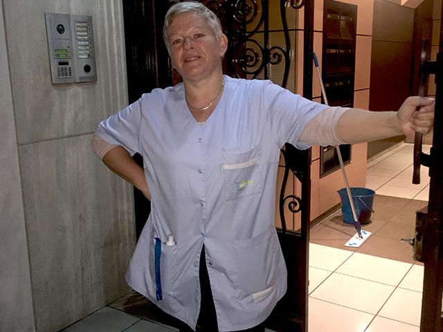 Agent d'entretien pour un nettoyage d'immeubles